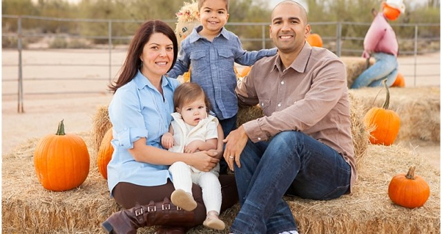 Halloween Family Pictures | The Lucas Family